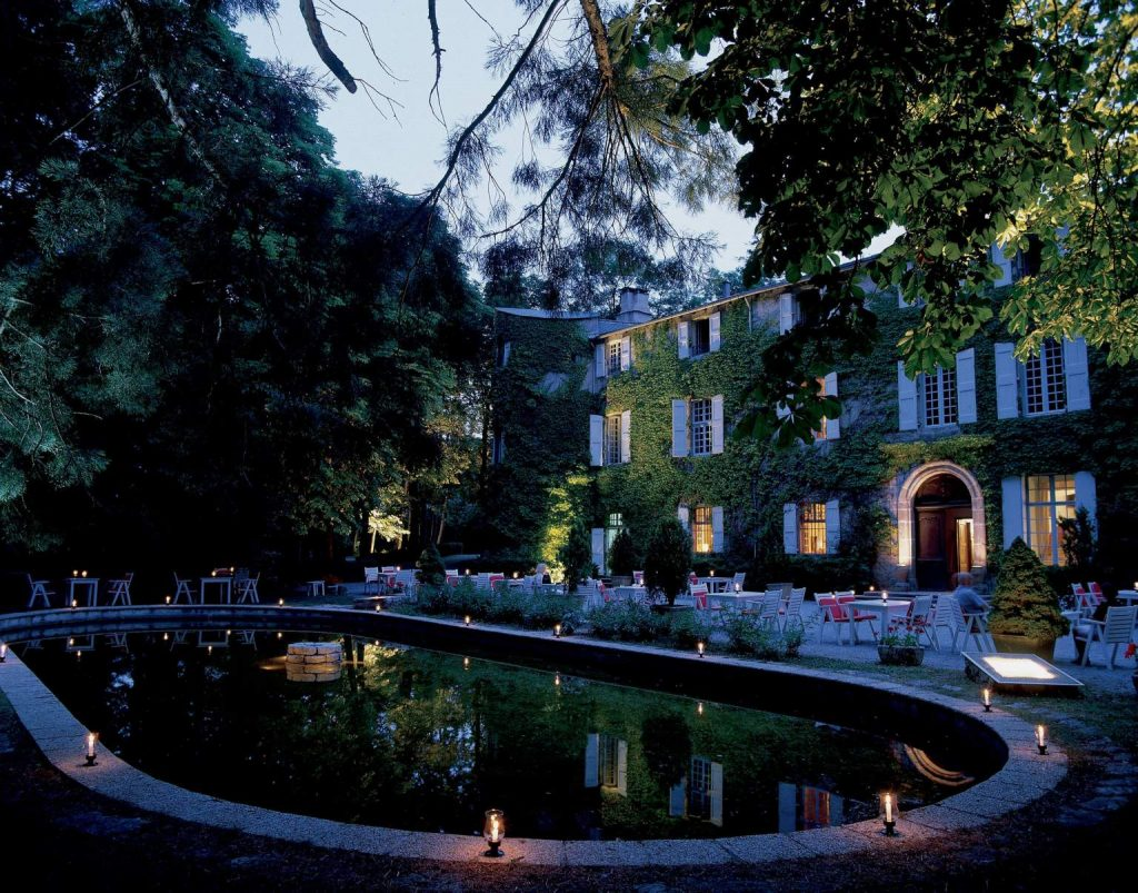 visiter cevennes lozere chateau ayres piscine hotel restaurant